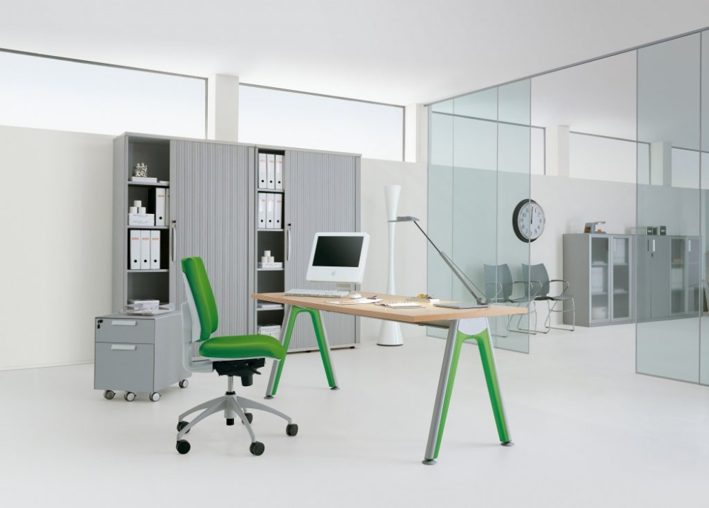Scrivanie design ufficio estrose creative sinuose for Design di showroom di mobili
